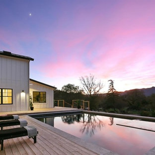 Deck - cottage deck idea in San Francisco
