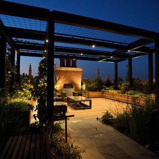 Exempel på en stor modern takterrass, med en pergola