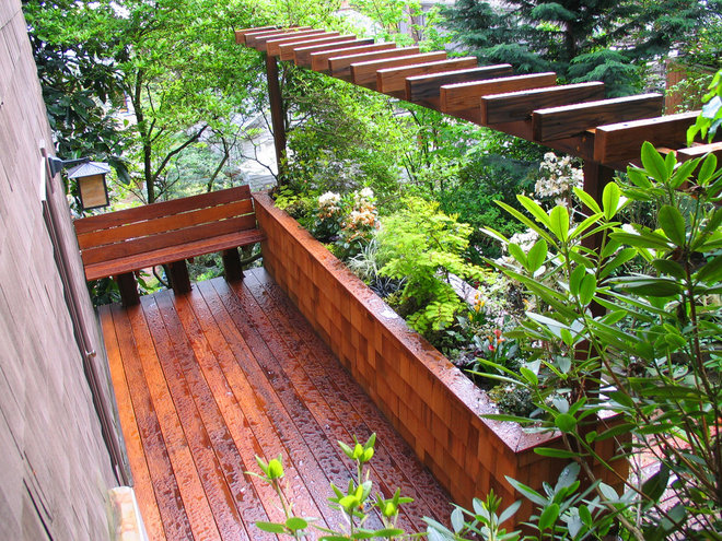 Contemporary Deck by Exteriorscapes llc