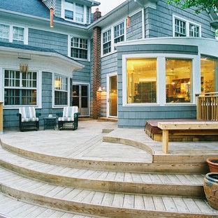 Foto de terraza actual, de tamaño medio, sin cubierta, en patio trasero