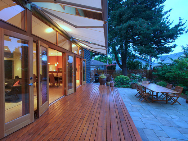 Modern Deck by Mohler + Ghillino Architects