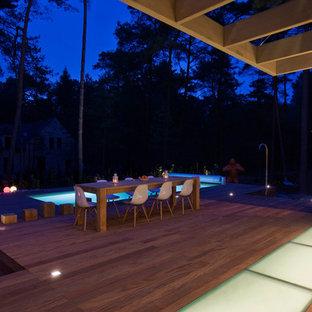 Idée de décoration pour une grande terrasse et balcon design.