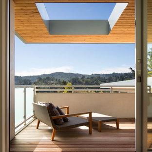Idee per una terrazza minimalista di medie dimensioni e sul tetto con un tetto a sbalzo