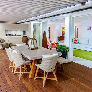 Design ideas for a contemporary deck in Sydney.