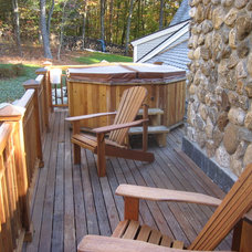 Traditional Deck by Donelan Contracting