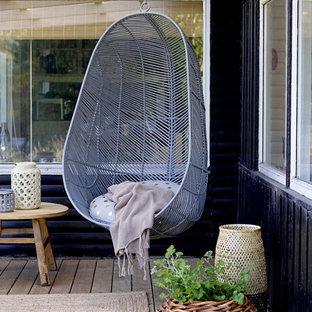 На фото: терраса в стиле лофт без защиты от солнца с