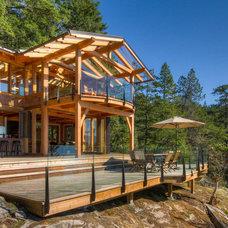 Rustic Deck by Kettle River Timberworks Ltd.
