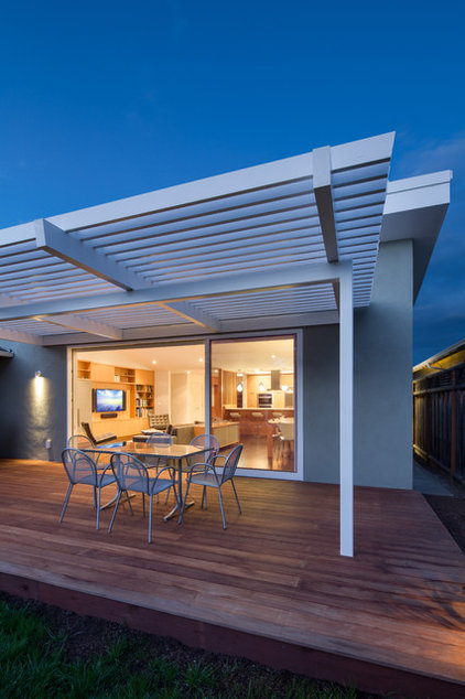 Modern Deck by Rossington Architecture