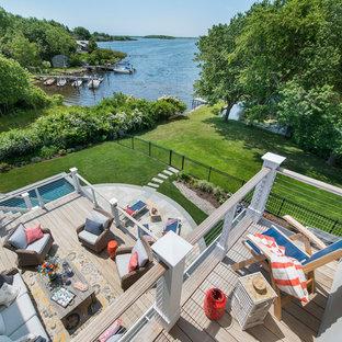 Idee per una terrazza costiera di medie dimensioni e dietro casa con fontane e nessuna copertura