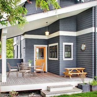 Idee per una terrazza chic di medie dimensioni e dietro casa con un giardino in vaso e un tetto a sbalzo