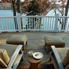 Traditional Deck by Thelen Total Construction