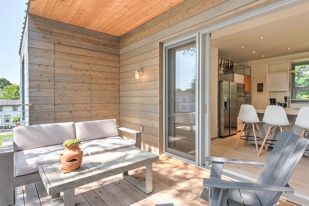 Modern Deck by The Turett Collaborative