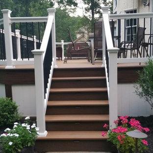 Idee per una terrazza american style di medie dimensioni e dietro casa