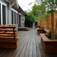 Traditional Deck by Blackbird Landscapes