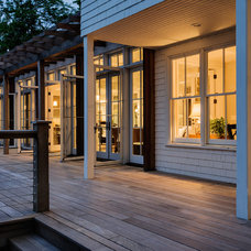 Beach Style Deck by Whitten Architects
