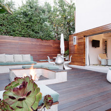 Contemporary Deck by NEW THEME Inc.