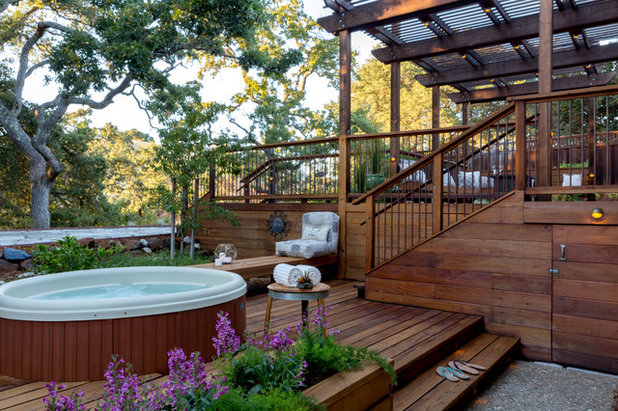 Traditional Deck by ilumus photography & marketing