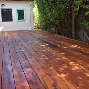 Example of a mid-sized classic backyard deck design in Los Angeles