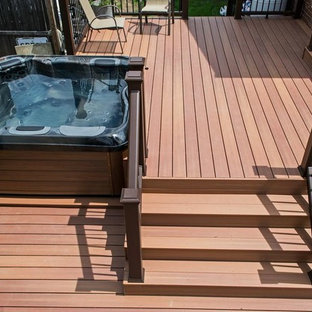 Example of a trendy deck design in New York