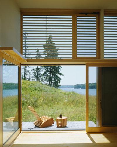 Coastal Terrace & Balcony by Elliott + Elliott Architecture