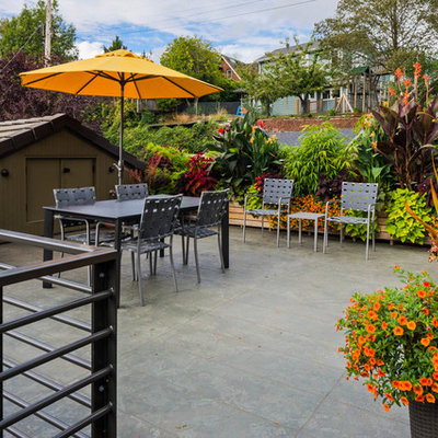 Mid-sized trendy rooftop rooftop deck container garden photo in Seattle with no cover