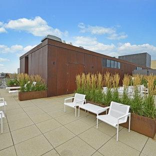 Foto di una terrazza industriale sul tetto con nessuna copertura
