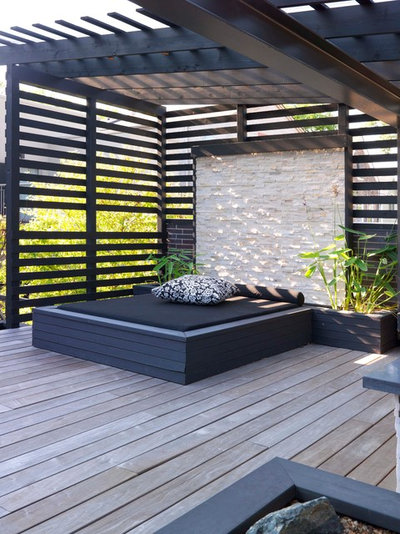 Contemporary Deck by PROjECT interiors + Aimee Wertepny