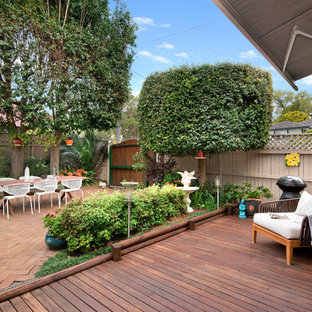 Design ideas for a transitional courtyard deck in Sydney.