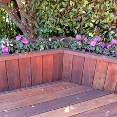 Traditional Deck by B. Gordon Builders, Inc.