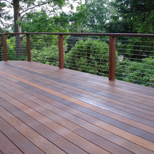 Design ideas for a mid-sized contemporary side yard deck in Portland with no cover.