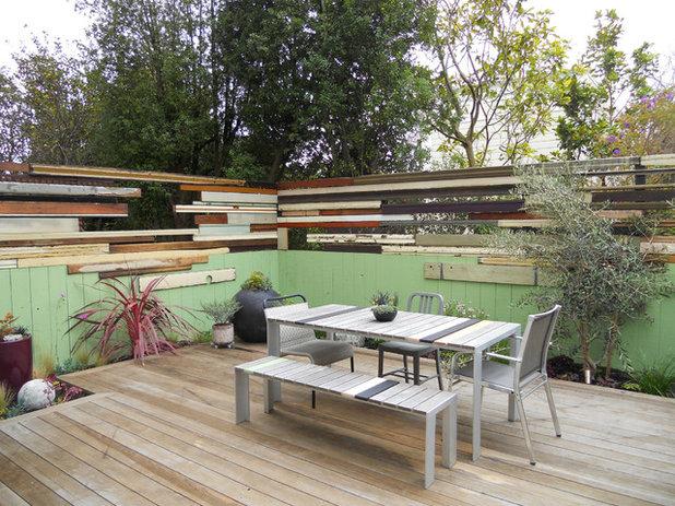 Modern Deck by Growsgreen Landscape Design