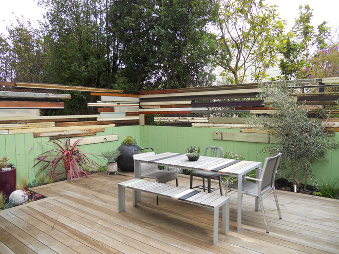 Contemporary Deck by Growsgreen Landscape Design