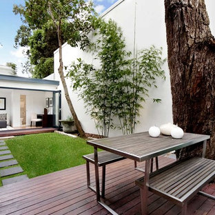 Inspiration for a mid-sized contemporary backyard deck in Sydney with no cover.