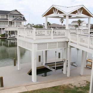 Idee per una grande terrazza costiera dietro casa con un pontile