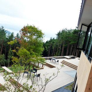 Idee per un'ampia terrazza etnica dietro casa
