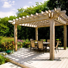 Traditional Deck by Natural Landscape Group, Inc.