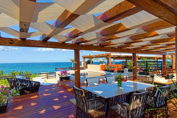 Tropical Terrace by Pedro Ojeda, Arquitecto