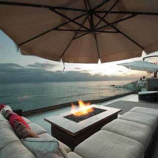 Foto de terraza contemporánea, de tamaño medio, sin cubierta, en azotea, con brasero
