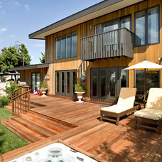 Contemporary Deck by Silver Sparrow Development