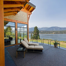 Contemporary Deck by Quiniscoe Homes Ltd.