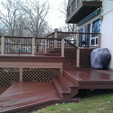 Traditional Deck by DOWN HOME CONSTRUCTION