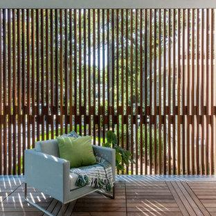 Aménagement d'une terrasse moderne avec des solutions pour vis-à-vis.