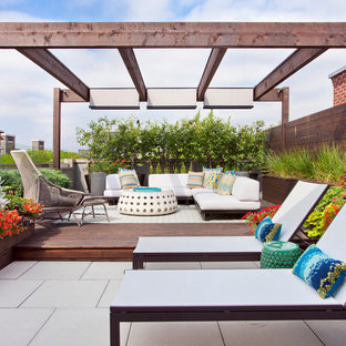 Inspiration for a mid-sized contemporary rooftop rooftop deck container garden remodel in Chicago with a pergola