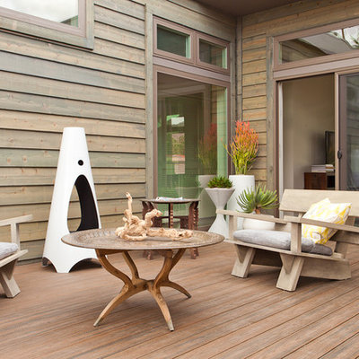 Example of a mountain style deck design in Los Angeles