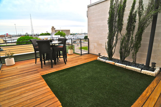 contemporary deck by Valerie McCaskill Dickman