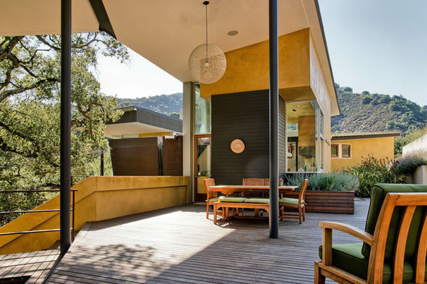 Contemporary Deck by mark pinkerton  - vi360 photography