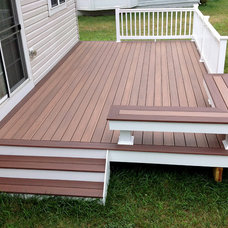 Traditional Deck by HNH Deck and Porch