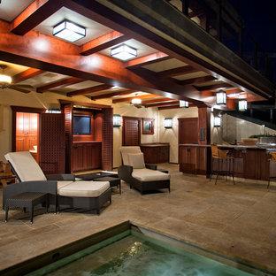 Idee per ampi terrazze e balconi etnici dietro casa con un tetto a sbalzo