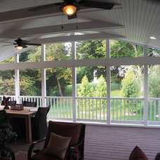 Traditional Deck by Gavin Design-Build Inc.
