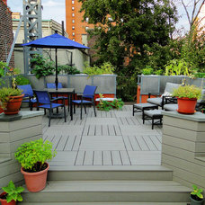 Modern Deck by Wolstenholme Associates, LLC